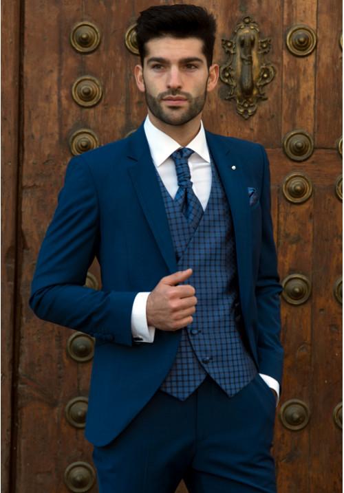ea256ddf6 traje-de-novio-azul-mate-roberto-vicentti-500x717 - Don Felix