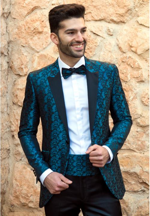 traje-de-novio-con-fajin-ramon-sanjurjo-500x717