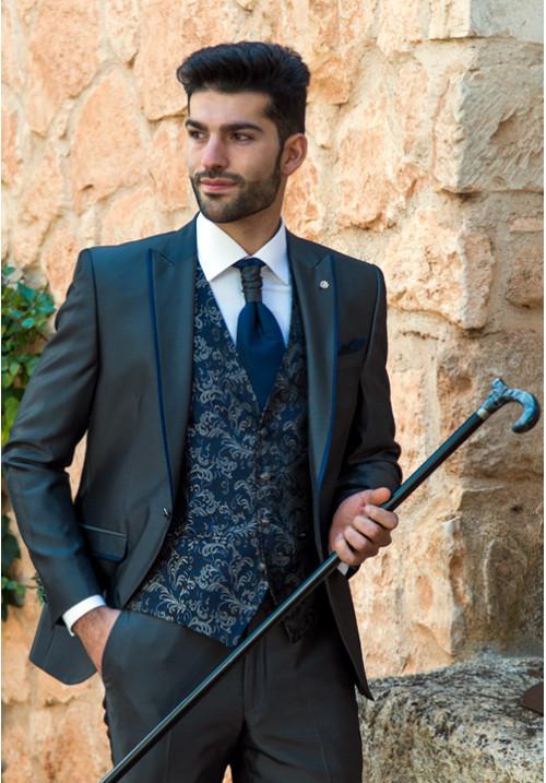 1e4c39b98 traje-de-novio-gris-y-azul-roberto-vicentti-500x717 - Don Felix