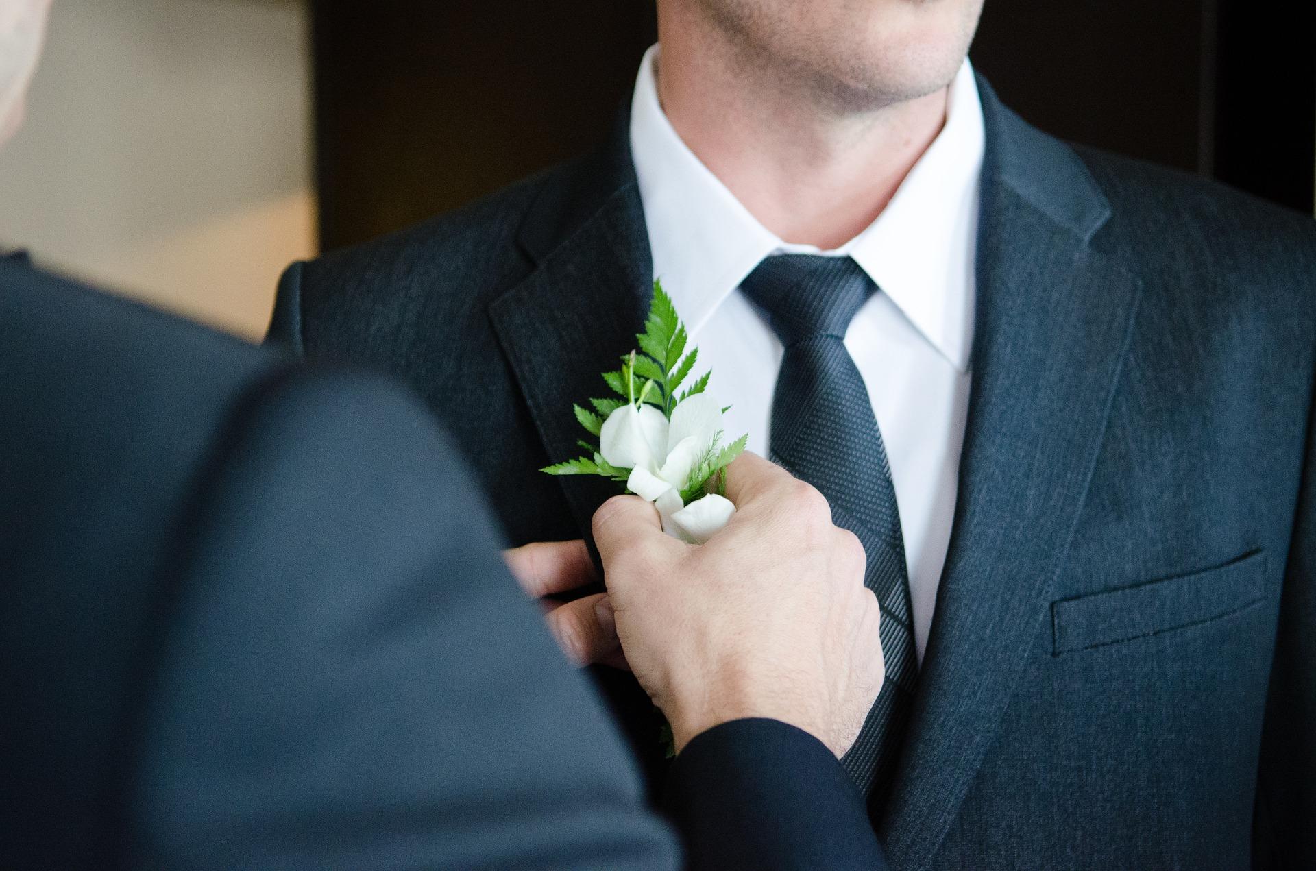 ¿Cómo elegir el traje de novio adecuado?